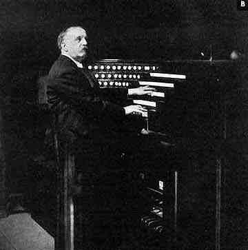 Louis Vierne à la console de Notre Dame de Paris